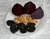 Салат из свеклы с орехами, черносливом и мёдом 2