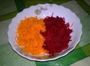 Салат из сырой свеклы (пошаговый рецепт с фото).