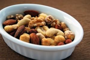 Пища для нервной системы: кешью, кедровый орех, миндаль.