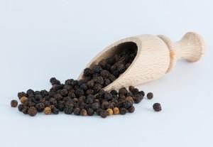 Черный перец: полезные свойства и противопоказания.