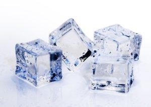 Кубики льда для лица: польза и противопоказания.